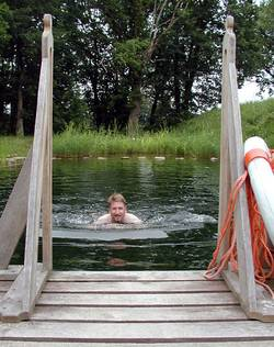 Schwimmen im Natur Schwimmteich